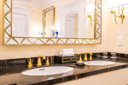 beautiful luxury faucet and sink decoration in bathroom interior